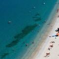 Tropea: kýčovitá bílá pláž u azurově modrého moře
