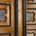 České Budějovice: dveře v podloubí na náměstí