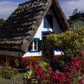 Madeira: typické domečky v Santaně