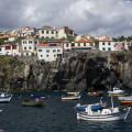 Madeira: zátoka s lodičkami v Câmara de Lobos