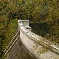 Krušné hory: hráz Křimovské přehrady je netypicky prohnutá