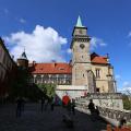 Hrubá Skála: nádvoří zámku s terasou