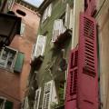 Domy v úzkých uličkách benátského města