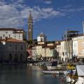 Přístav, Tartiniho náměstí a kostelní pahorek v Piranu