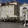 Tartiniho dům a starý kostel na náměstí