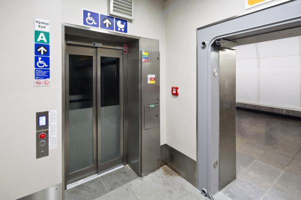 Bezbariérové zpřístupnění stanice metra Můstek A/B (foto archiv HOCHTIEF CZ a.s.)