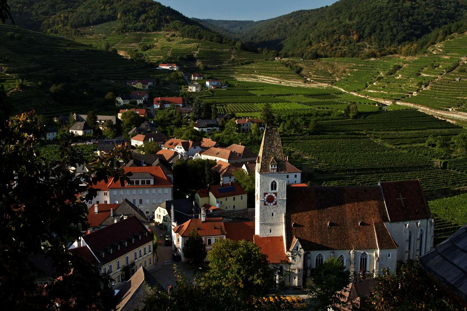 Wachau: Výhled na Spitz z hlásky na Tausendeimerbergu
