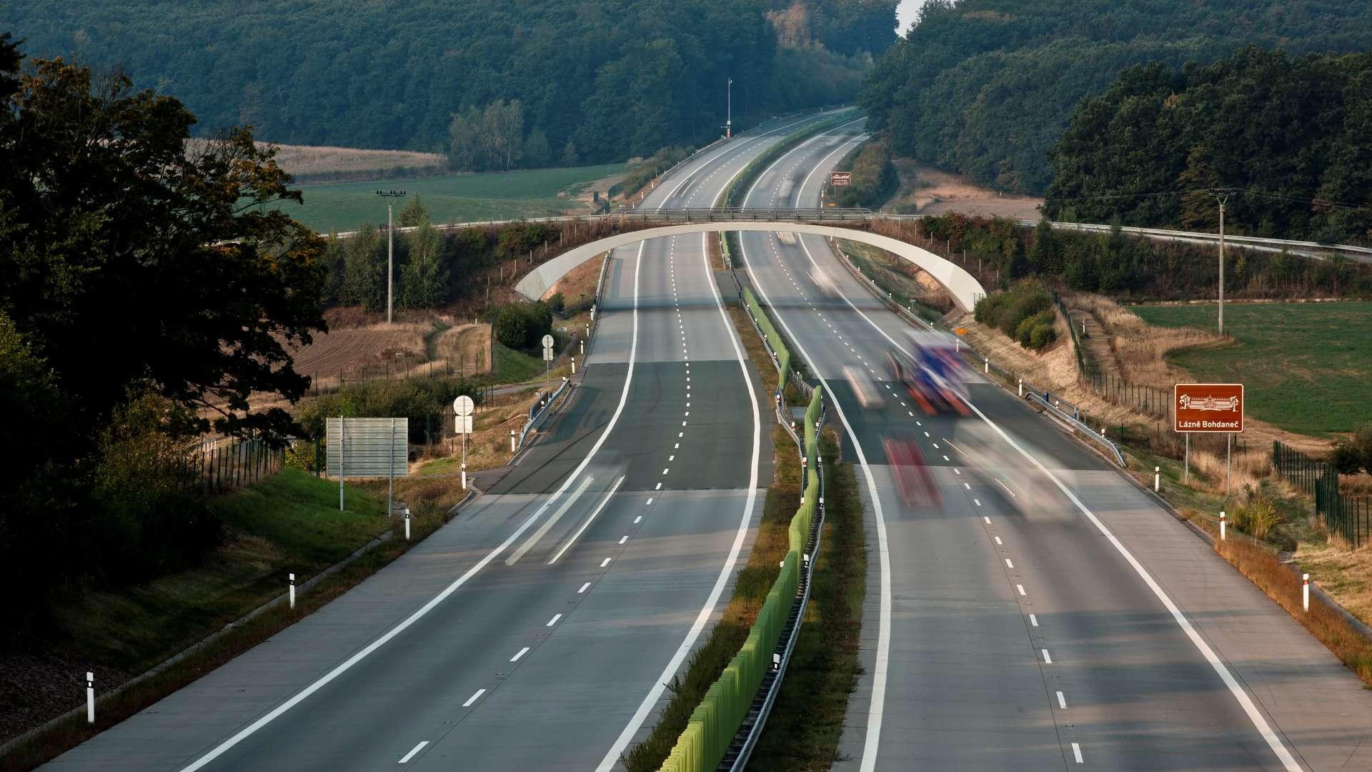 Úsek dálnice D11 před MÚK Dobřenice u Kasaliček