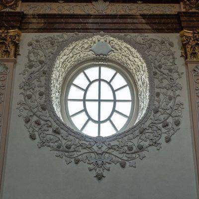 Boční oválné okno